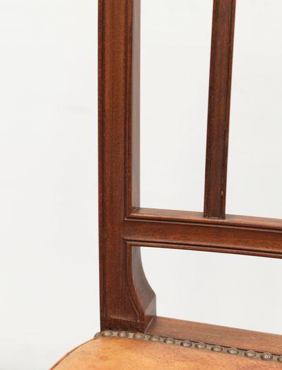 THORALD MADSENS (1889-1960) Série de 8 chaises Cuir grainé et chêne Grained leather...