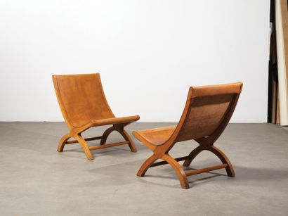 LUIS BARRAGAN (1902-1988) Paire de chauffeuses «Miguelito» Cyprès et cuir cognac...