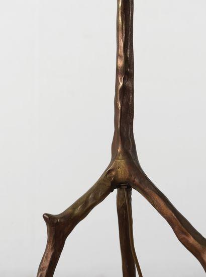 Travail Français (XXe siècle) Lampadaire Bronze et tissu Bronze and fabric Vers 1960...