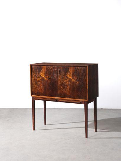 Kai KRISTIANSEN (Né en 1929) Cabinet deux portes avec tablettes, modèle «521» Palissandre...