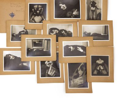 Pierre MOLINIER. Album de photographies. 1956. Album de 14 photographies originales...