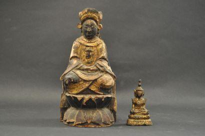Ensemble de deux statuettes de Bouddha, l'une...
