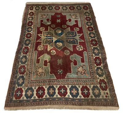 Large tapis d'Orient L_322 cm L_225 cm