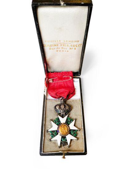 Croix de chevalier de la Légion d'Honneur...