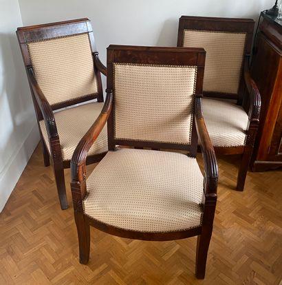 Suite des trois fauteuils En acajou, au décor...