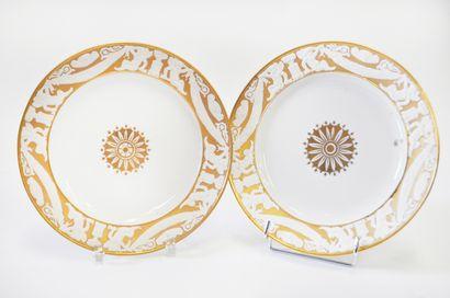 SAMSON. Deux assiettes en porcelaine ornées...