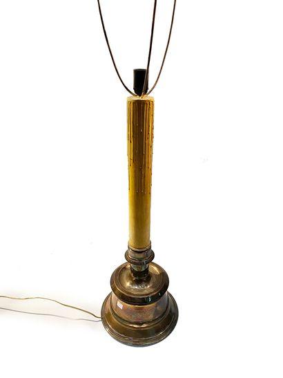VALENTI Pique cierge monté en lampe en métal...