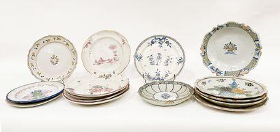 Lot de céramiques comprenant 13 assiettes...