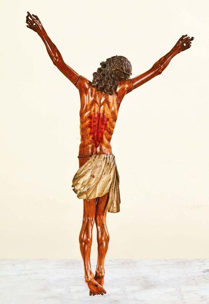 Christ en bois fruitier sculpté en rondebosse avec rehauts de polychromie yeux en...