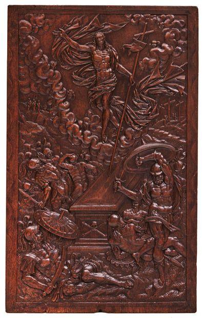 Beau panneau en noyer sculpté en bas-relief...