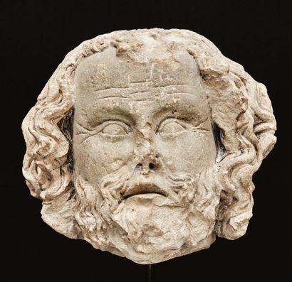 Tête d'homme barbu en pierre calcaire sculptée...