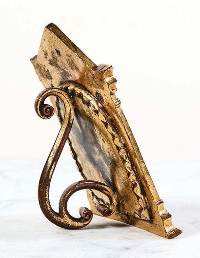 Baiser de Paix en bronze doré et argent représentant l'Homme de douleurs. Dans un...