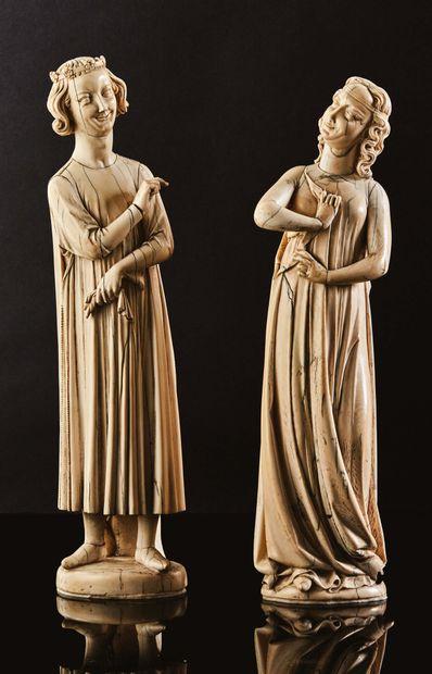 Paire de grandes statuettes en ivoire sculpté...