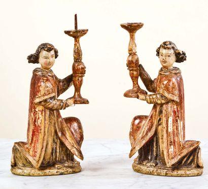 Paire d'anges céroféraires en bois sculpté...