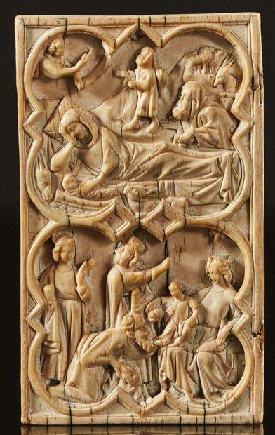 Feuillet gauche d'un diptyque en ivoire sculpté...