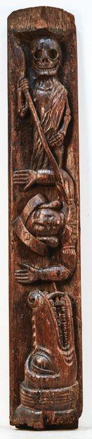 Façade de sablière en chêne sculpté en fort relief. Au centre est représenté un...