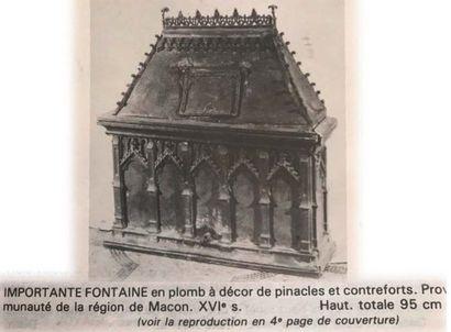 Rare et importante fontaine en plomb. De forme architecturée au corps parallélépipèdique...