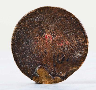 Plaquette ronde en bronze à patine brun clair représentant le Triomphe d'un Héros,...