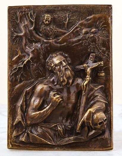 Plaque en bronze en fort relief à patine...