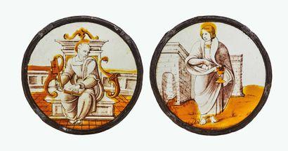 Paire de rondels peints en grisaille et jaune d'argent représentant saint Jean l'Évangéliste...
