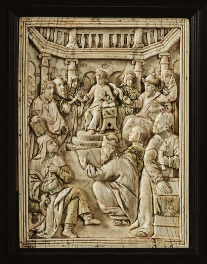 Grande plaque en ivoire sculpté en bas-relief...