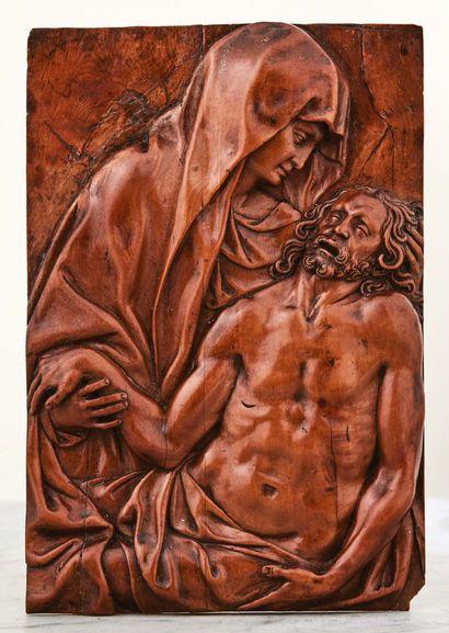 Plaque en buis sculpté en fort relief représentant...