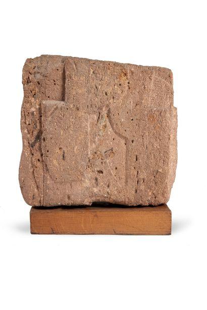 RENÉ DURRBACH (1911-2000) Composition Sculpture en pierre rosée H_45 cm L_44 cm P_17...