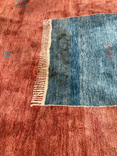 Tapis contemporain à motifs Laine rouge et bleu L348_ cm L_310 cm (taches)