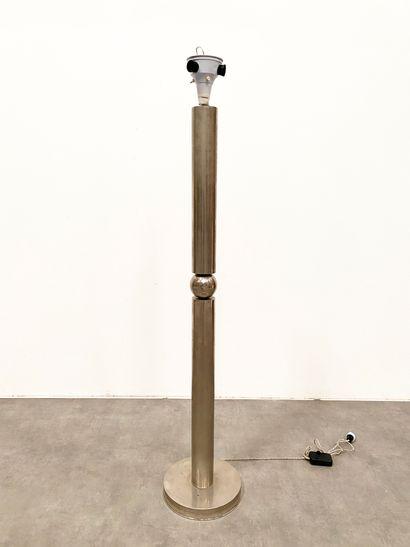 MARCEL-LOUIS BAUGNIET (1896-1995) Important lampadaire Métal chromé Vers 1930 H_165...