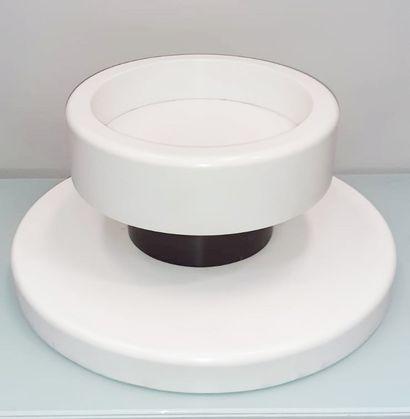 """SOTTSASS ASSOCIATI (Fondé en 1981) Vase modèle """"Terrazza mediterranea Corian blanc..."""