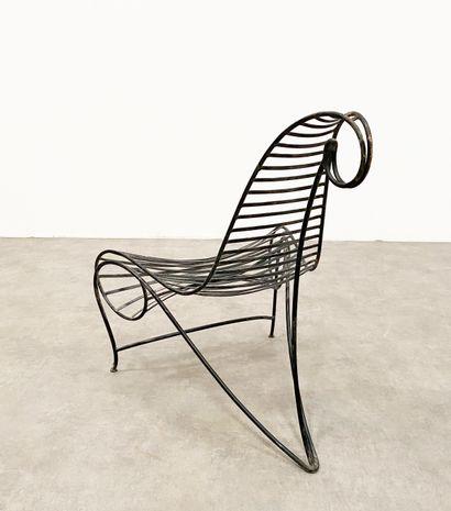 ANDRÉ DUBREUIL(Né en 1951) Chaise «Spine Chair» Fer battu patiné noir Edition originale...