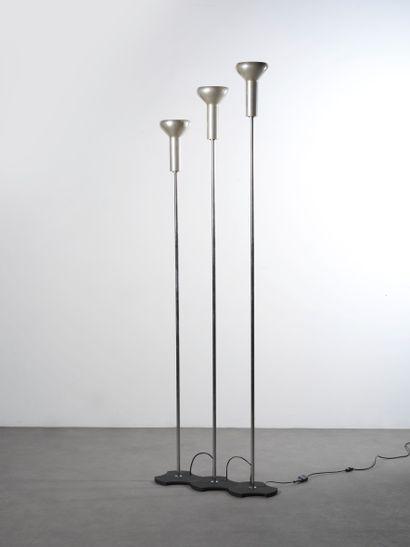 GINO SARFATTI (1912-1985) Lampadaire modèle « 1073/3 » Aluminium, acier chromé,...