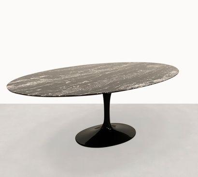 EERO SAARINEN (1917-2019) Table Marbre en...