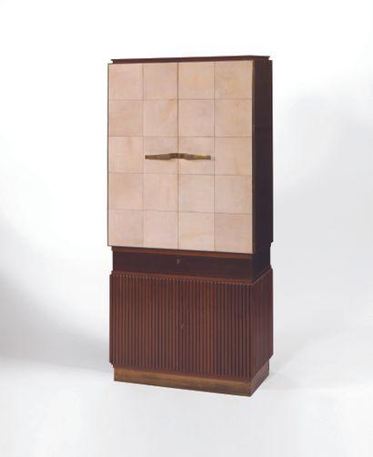 MARIO QUARTI (1901-1974) Cabinet Parchemin et acajou Vers 1935 H_186,5 cm (73,4...
