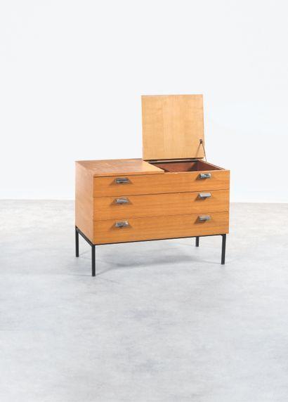 ANDRÉ MONPOIX 1925-1976 Commode à trois tiroirs...
