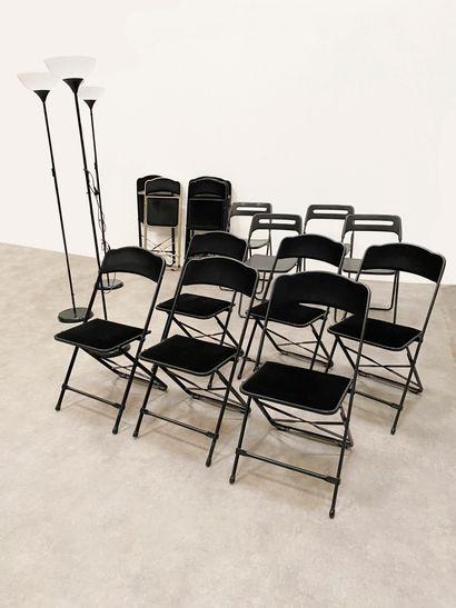 Ensemble composé de 9 chaises en métal et...
