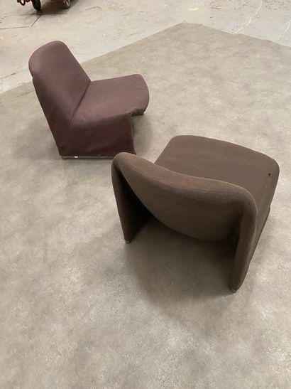 GIANCARLO PIRETTI (Né en 1940) Paire de fauteuils Métal et tissu Édition Castelli...