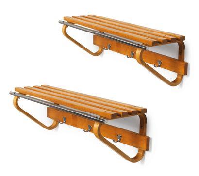 Alvar Aalto (1898-1976) Deux porte-manteaux modèle «109» Bois et metal Wool and metal...