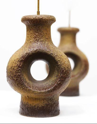 TRAVAIL DANOIS (XXe siècle) Paire de larges lampes de table brutaliste Ceramique...