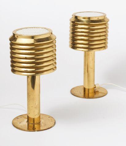 Hans-Agne JAKOBSSON (1919-2009) Paire de lampes modèle «B-142» Laiton dore et metal...