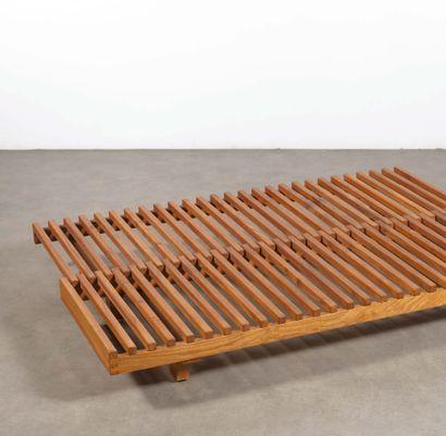 Pierre CHAPO (1927-1987) Lit/banquette coulissante modèle «L07A» Orme massif Solid...
