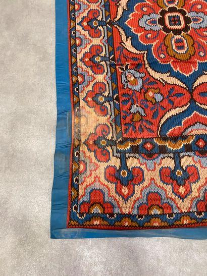Ensemble de trois tapis kilim. Tapis fond...