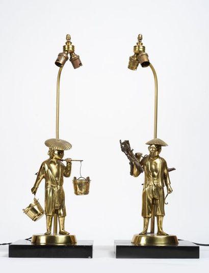 Paire de lampes en bronze doré représentant...