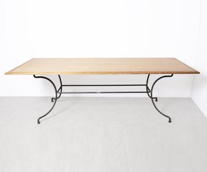 Table de salle à manger plateau bois naturel, piétement métal. Travail moderne....