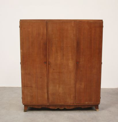 Armoire en bois de placage, ouvrant à trois...