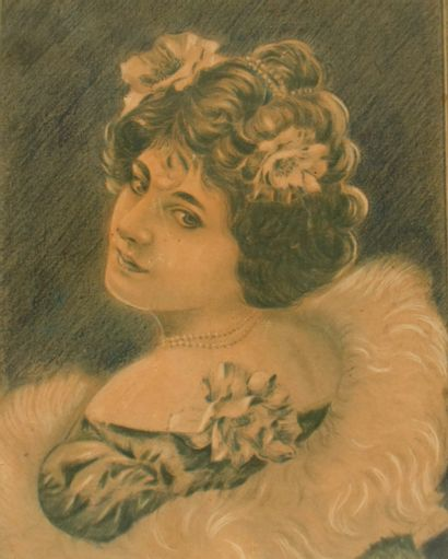 Ecole Française, 1904 Portrait d'une élégante...