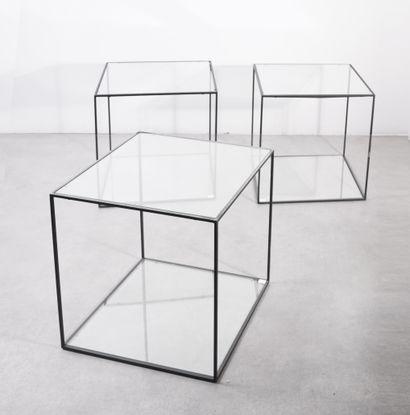 Série de trois tables basse Métal laqué noir...