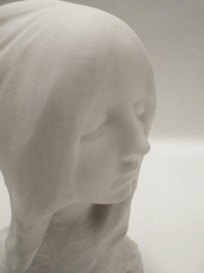 Naoum ARONSON (1872-1943) Portrait de jeune femme voilée Marbre blanc, signé N.ARONSON...