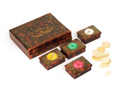 Lot comprenant une boîte à jetons en bois...