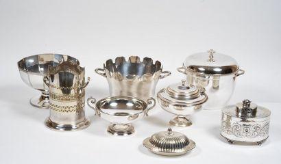 Ensemble en métal argenté comprenant huit...